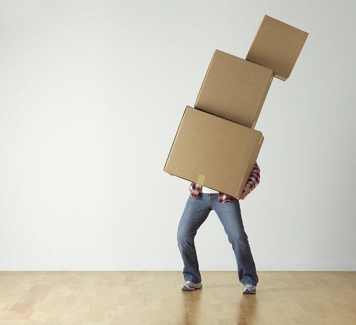 https://www.professorjruiz.com/wp-content/uploads/2019/06/overload-cardboard-carrying-boxes-person-move-2624231-701x640.jpg